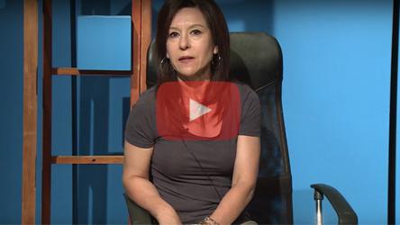 secretaria-academica-susana-alvarez-sentada-hablando-a-camara